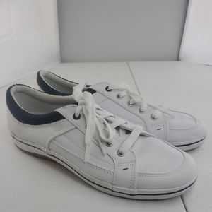 PAIR of KEDS, WOMEN'S WHITE LEATHER LACE UP SNEAKE